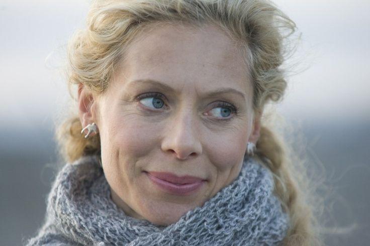 Maria Wern Gotlantiin sijoittavassa sarjassa nuori poliisi ja kahden lapsen äiti Maria Wern (Eva Rösen) ratkoo rikoksia ja yrittää samalla tasapainoilla yksityiselämän paineiden ristitulessa.