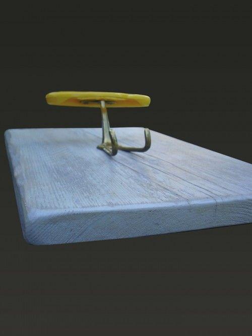"""#AtelierValentine #Appendiabiti  #Hungup  #APPENDIABITI A PARETE IN #LEGNO CON GANCI IN PLASTICA. Nel gancio la parte alta """"del cappello"""" è in plastica mentre è in ottone la parte bassa a due posti """"del cappotto"""". MATERIALE Legno per la struttura. La #finitura è realizzata con #pittura colorata all' acqua e vernice idrorepellente. Materiale plastico e ottone per i ganci."""