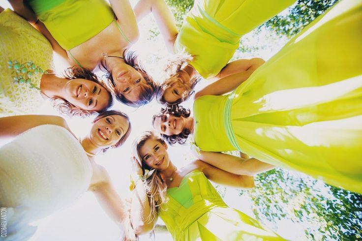 Подружки невесты в лимонно-желтых платьях