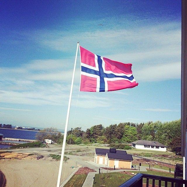 17 Mai Norwegischer Nationalfeiertag Auf Zur Parade Visitmoss Stotvighotel Loopinginnorwegen Nationalfeiertag Instagram Feiertag