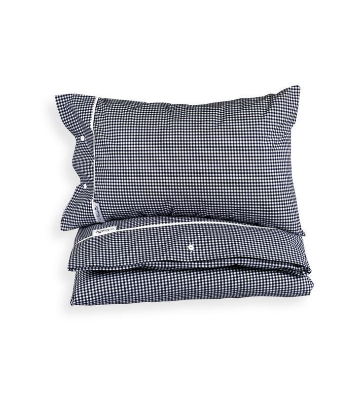 Boston Gingham Blue Bedding - Percale 100% Cotton, 200 TC. Classic gingham bed linen in blue and white, with white buttons and white piping. By Newport Collection