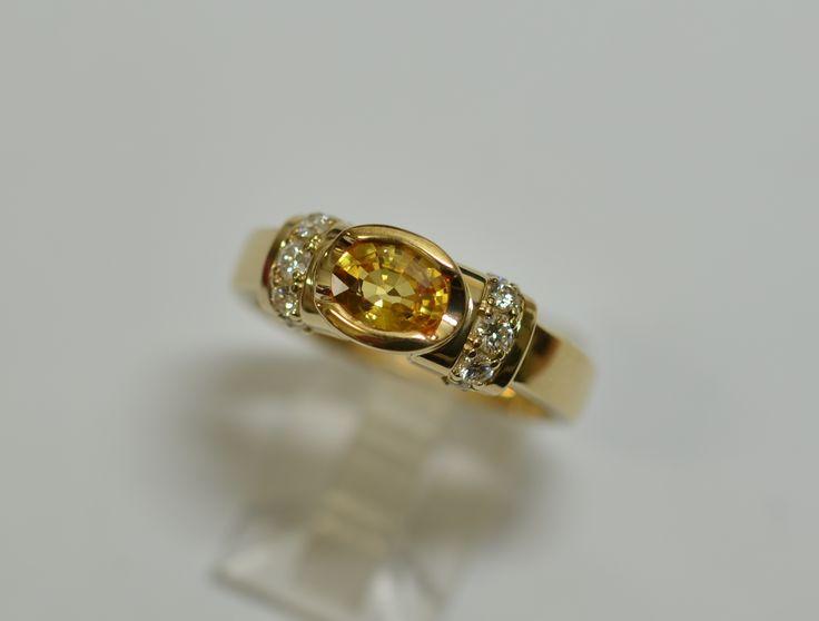 18ct yg yellow sapphire and diamond ring