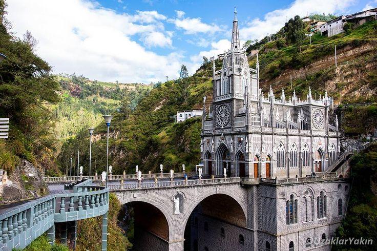 Kolombiya'dan kara geçişiyle Ekvador'a geçerken sınırda yaşadığımız macerayı ve müthiş Las Lajas kilisesini yeni yazımızda anlattık. Link profilde. #uzaklaryakin #ipiales #laslajas #border #sınırgeçişi #ekvador #ecuador #colombia#kolombiya #gezgin #macera #yolculuk #cokgezenlerkulubu #turkishfollowers #gezi #traveltheworld #seyahat #photography #photooftheday #photographers_tr #fotograf #southamerica #hurriyetseyahat #ig_today #ig_travel #dunyaturu #bestdiscovery #travel #church