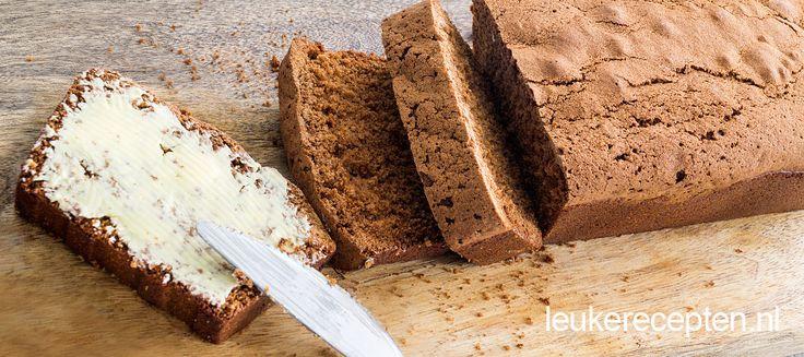 Zelf kruidkoek of peperkoek maken is helemaal niet zo moeilijk als je denkt! Eigenlijk is het een kwestie van de ingrediënten mengen en hup, de oven in!