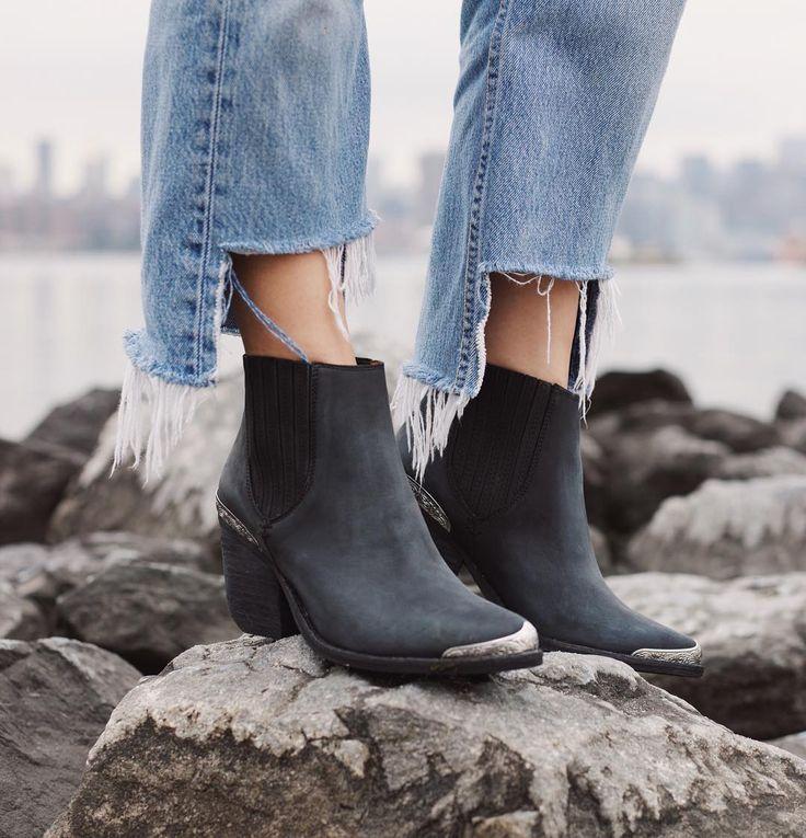📷: @agustinagaviola [Jeffrey Campbell Rawlins Western Chelsea Boot SKU: 39585054]  . . . . . #urbanoutfitters #spaceninety8 #boots  #brooklyn