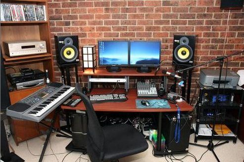 Home Music Studio Design Ideas. Music is great for the soul. Electronic music proved to be an excellent means to do that because I managed to be in charge of the entire orchestra, ju. Home Studio Setup, Studio Gear, Studio Room, Basement Studio, Home Studio Musik, Audio Studio, Home Music Rooms, Upload Music, Recording Studio Design