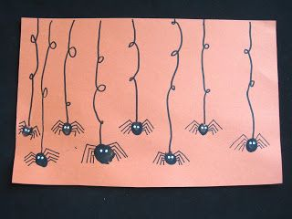super easy finger print spiders - cute #Halloween craft for kids! #preschool #crafts (repinned by Super Simple Songs)