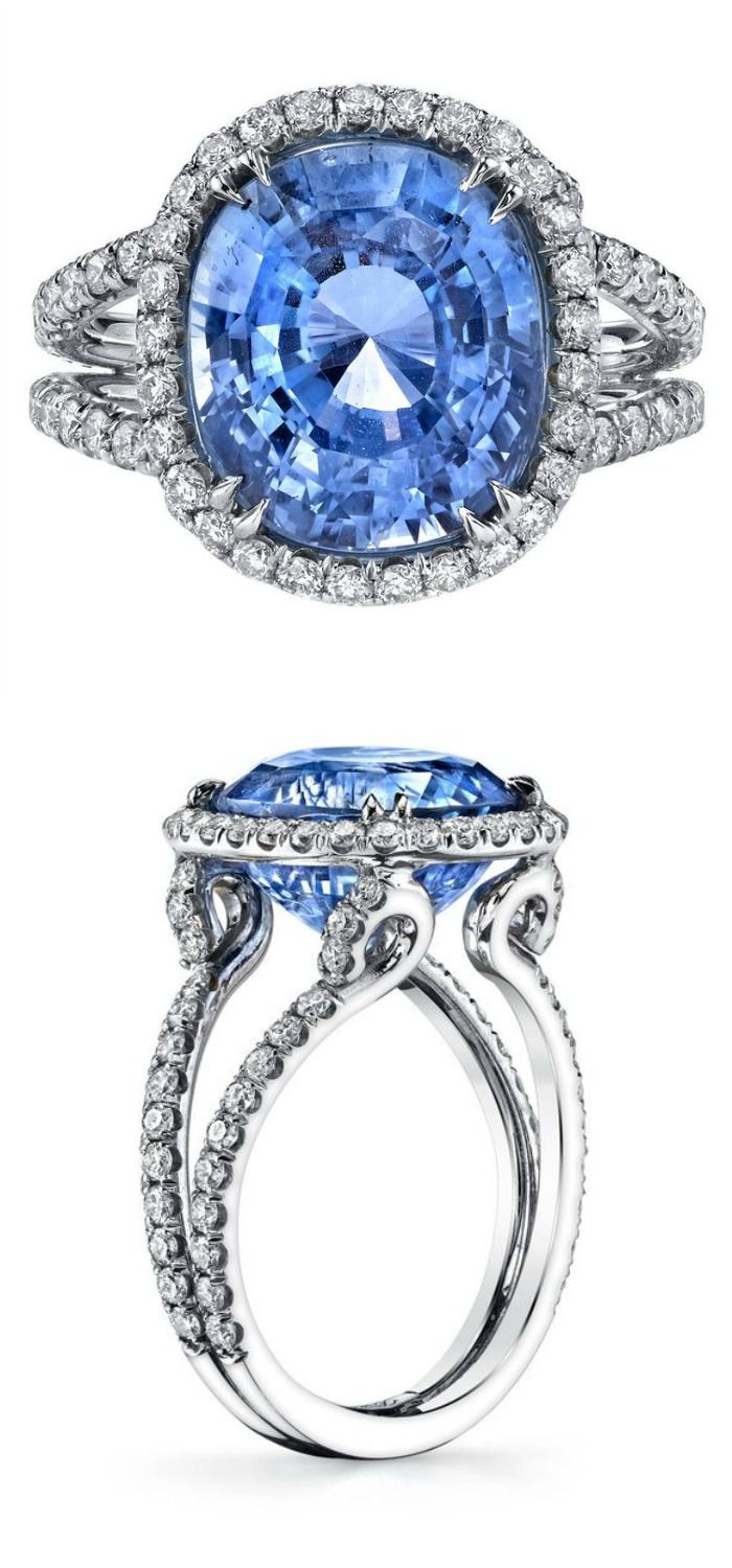 A spectacular sapphire ring in white gold with diamonds.