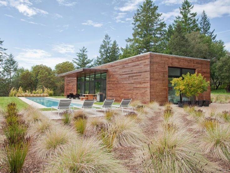 i like the grass in the garden! - West Side Road House by Dowling Studios | HomeDSGN, a daily source for inspiration and fresh ideas on interior design and home decoration.