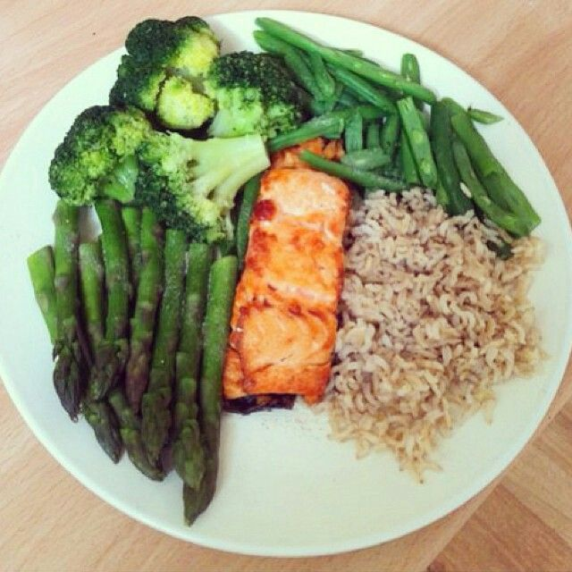 SALMON,GREEN BEANS,ASPARAGUS,BROCCOLI AND BROWN RICE.