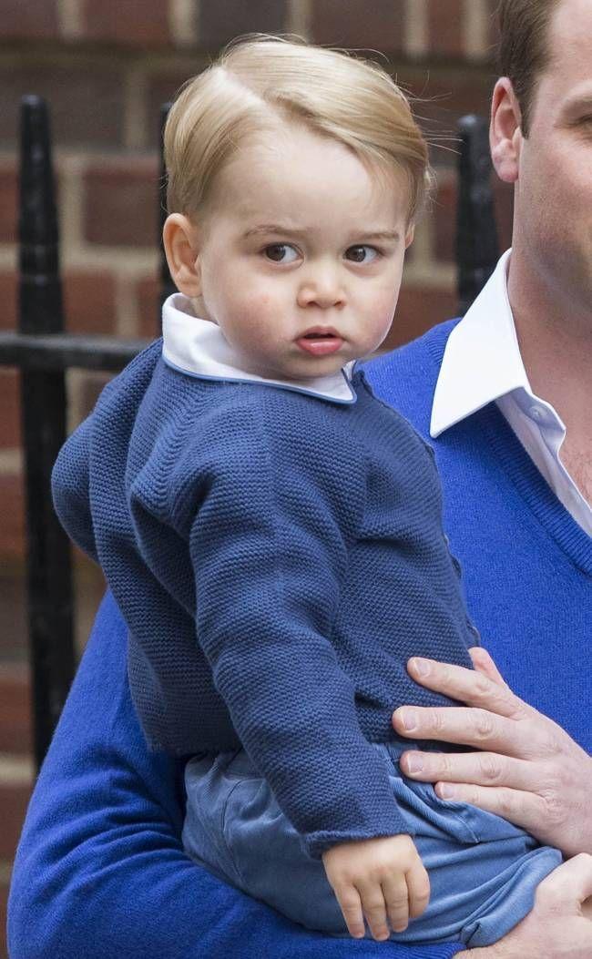 ......Кейт Миддлтон и принц Уильям впервые показали новорожденную дочь