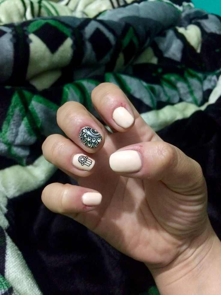 Nude nails Mandala nails Uñas boho