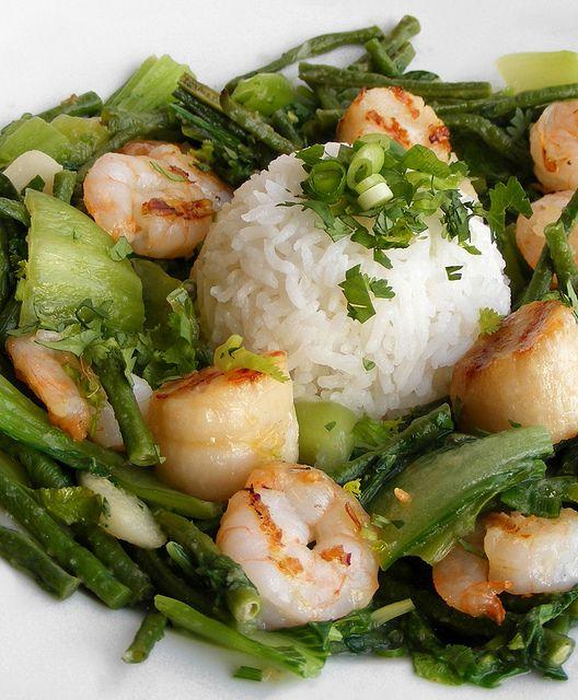 Green curry with scallops and prawns by FotoosVanRobin, via Flickr. Thaise groene pasta zelf maken