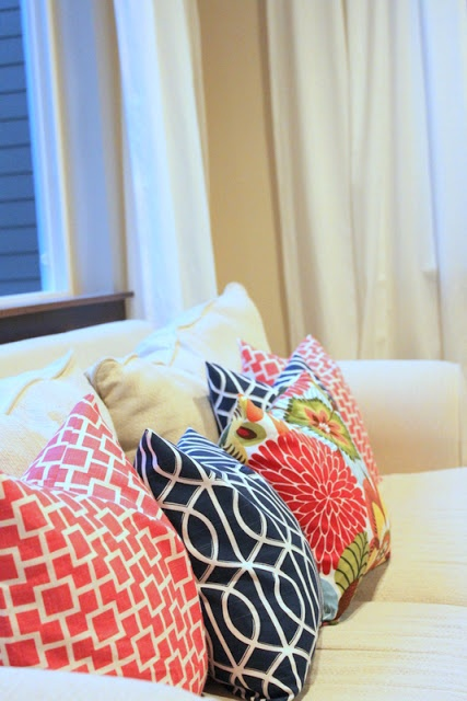 Super easy envelope pillow -- seriously, people, if you're a beginning sewist, this is it. I feel stupid for not having discovered how easy an envelope pillow could be.