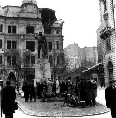 Budapest, 32-esek square