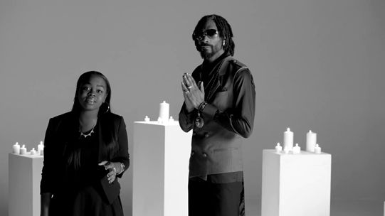 Videoclip: Snoop Lion feat Drake, Cori B - No Guns Allowed   http://www.emonden.co/videoclip-snoop-lion-feat-drake-cori-b-no-guns-allowed