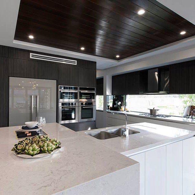 Sophisticated kitchen with Caesarstone Bianco Drift