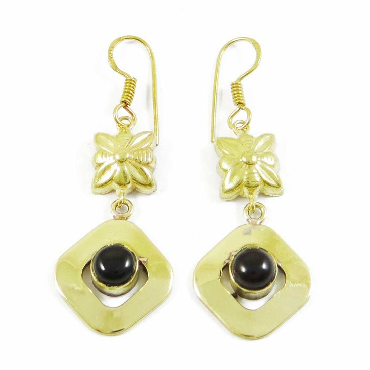 This is a beautiful Gold Tone stone metal dangle earring set. It is very fashionable jewelry. ..this is img