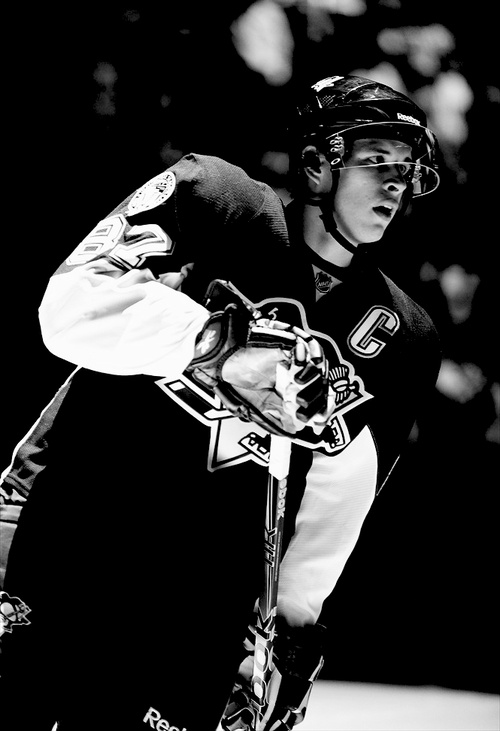 Sidney Crosby in black and white.