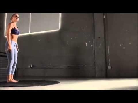 Jennifer Aniston Yoga Ab Workout                              …