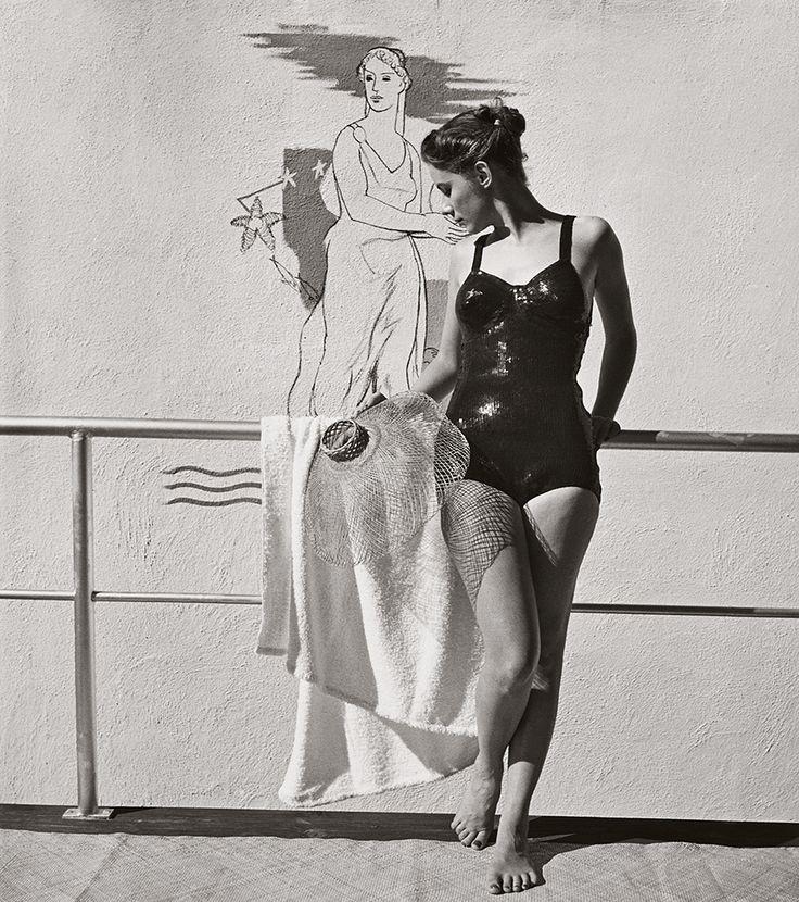 'Traje de baño de lentejuelas', 1940. © Louise Dahl-Wolfe