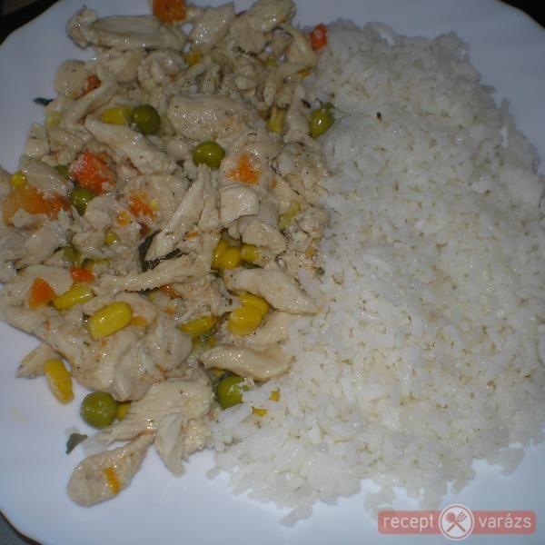 Zöldséges csirkemellcsíkok rizzsel
