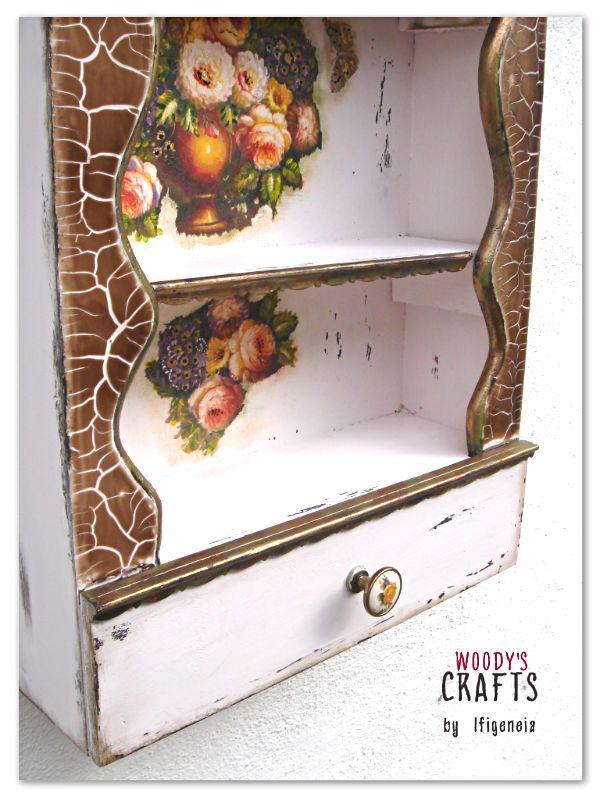 Χειροποίητη ξύλινη ραφιέρα-συρταριέρα | Επισκεφθείτε την γκαλερί των Woody's Crafts και μάθετε περισσότερα: http://j.mp/woodys-crafts-gallery-mikroepipla