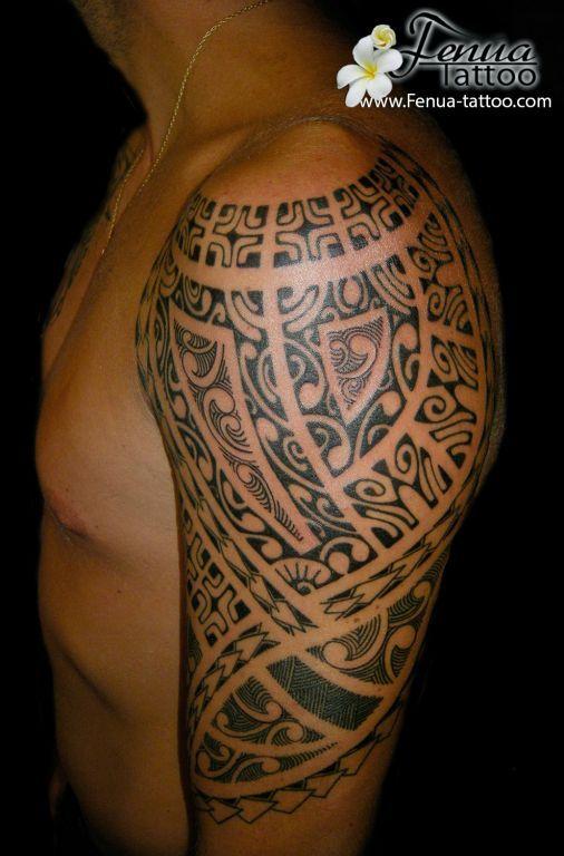 http://www.fenua-tattoo.com/sites/all/themes/tatouage/galerie tatouage polynesien bras epaule/images/tatouage polynesien bras epaule tatoueur pierre martinez tahiti tattoo sanary sur mer toulon et marseille var et paris.jpg