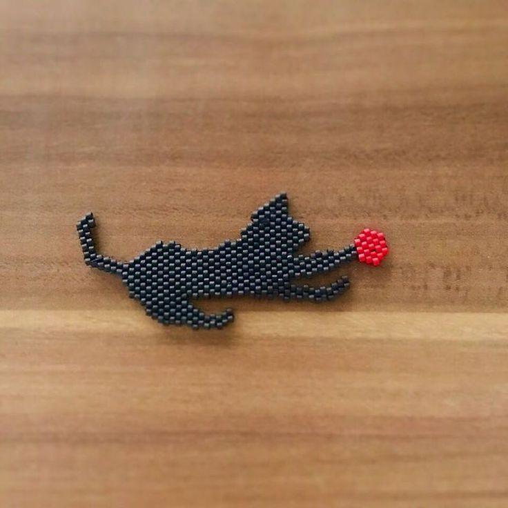 Bir kedi gördüm sanki#instalike #instamood #instagood #insta #miyukiaddict #miyukinecklace #cat #catstagram #trend #diy #miyukidelica #design #desinger #jewelerydesign #beads #miyukibeads #red #yaptımoldu #miyukikolye #kolye #siyah #kedi #kedikolye #trend #trendy #elyapımıkolye #elyapımı #elyapımıtakı #takıtasarım