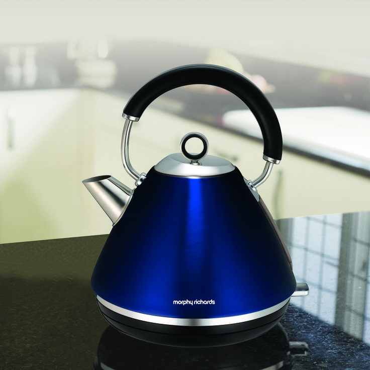 The metallic blue Accents pyramid kettle from Morphy Richards will bring that touch of dazzle you're missing in your kitchen, plus all the functionality of a modern premium appliance.