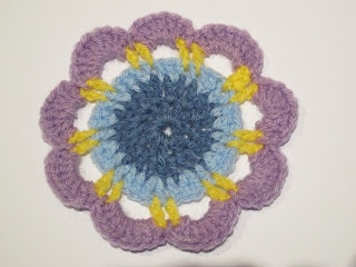 ari crochet & craft: Flower friday: floral doily
