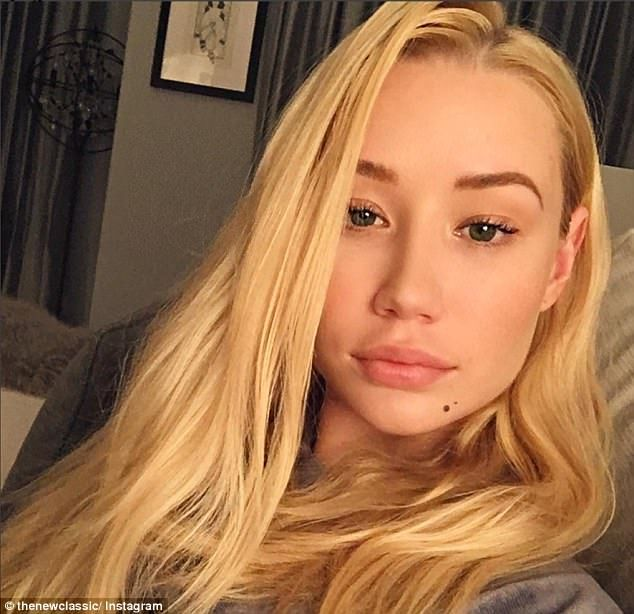 Still stunning! On Saturday, Iggy Azalea proved that she looks just as stunning when opting to go all natural, taking to Instagram in very minimal makeup to share a stunning selfie