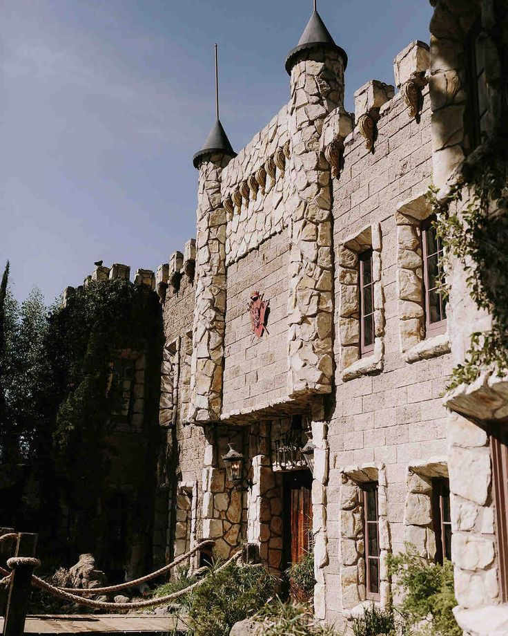 """A Moody, Magical """"Harry Potter""""-Themed Wedding 