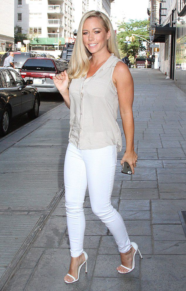 Kendra Wilkinson is an American television personality, businesswoman, glamour…