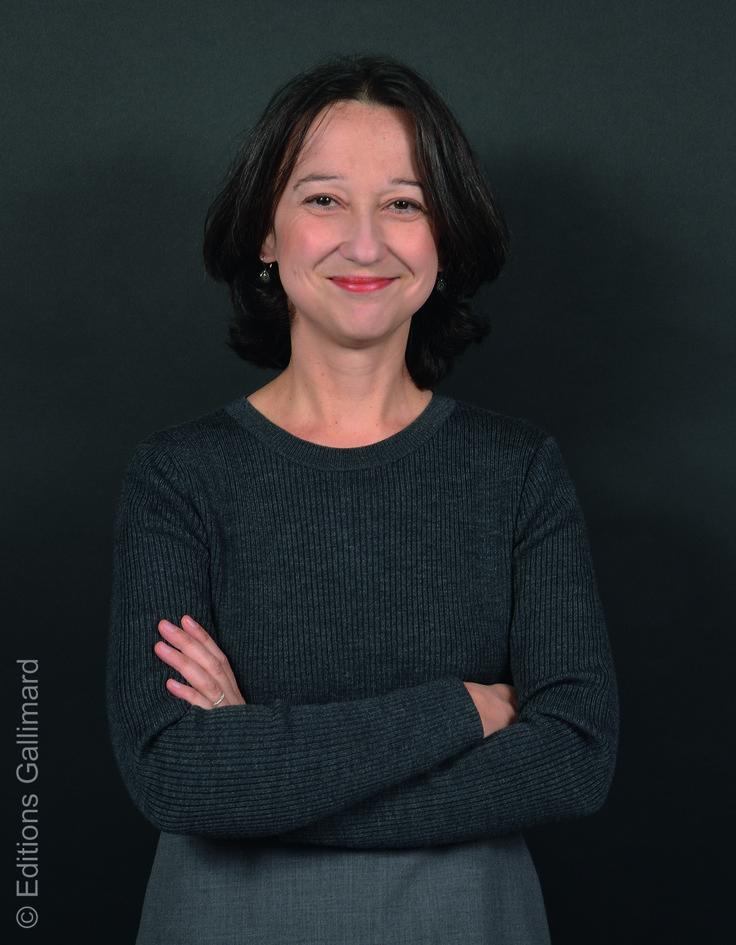 Muriel Barbery wurde 1969 in Casablanca geboren, studierte Philosophie in Frankreich, verbrachte einige Jahre in Kyoto und lebt derzeit wieder in Frankreich. ›Die Eleganz des Igels‹, ihr zweiter Roman, wurde zu dem literarischen Bestseller des Jahres 2007 in Frankreich, in über dreißig Sprachen übersetzt und vielfach ausgezeichnet.
