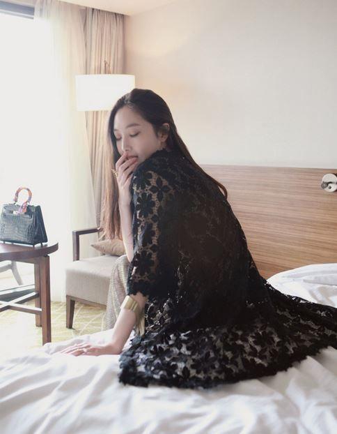 Korea feminine clothing Store [SOIR] Flower Lace Cardigan / Size : Free / Price : 27.21USD #korea #fashion #style #fashionshop #soir #feminine #special #lovely #black #white #cardigan #casual
