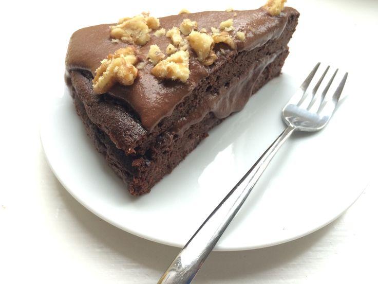Al heel lang wilde ik een chocolade cake maken met groente er in verwerkt. En nu is dat gelukt! Jiehaa!Mijn gezonde om te kwijlen zo lekkere chocolade cake.