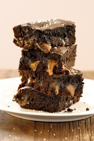 Mouth watering gluten-free salted caramel brownies. Yum!
