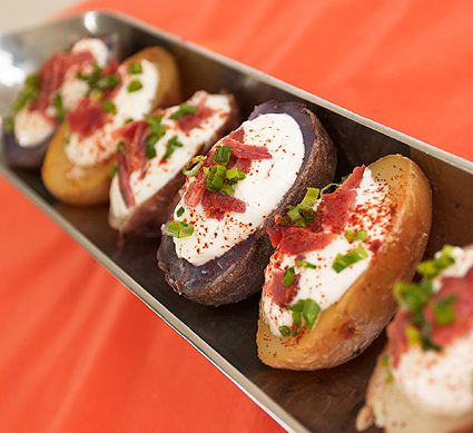 Small loaded baked potatoes with bacon, cheese, sour cream & chives for parties or family meals. minus the bacon...mmmmmm