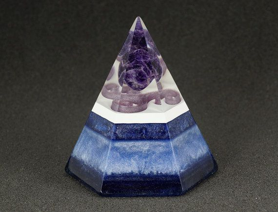 Hexagonal orgonite pyramid - Amethyst