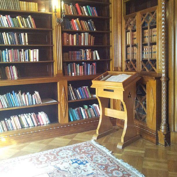 @KezGee 169/365. Best #discovery : Shakespeare Room!! #statelibrarynsw #library #shakespeareroom #shakespeareoverload #books #16century #renaissance #replica #wood #photography #lovelovelove #nofilter