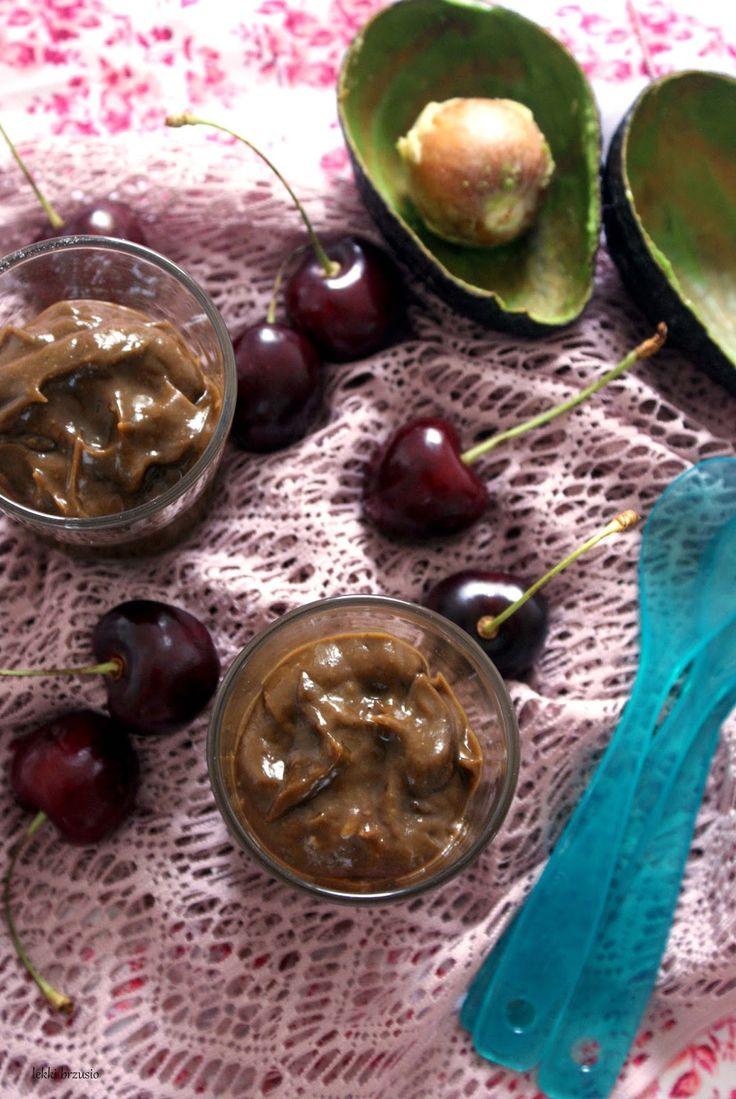 Lekki brzusio.: Lekki czekoladowy krem z awokado (nutella)