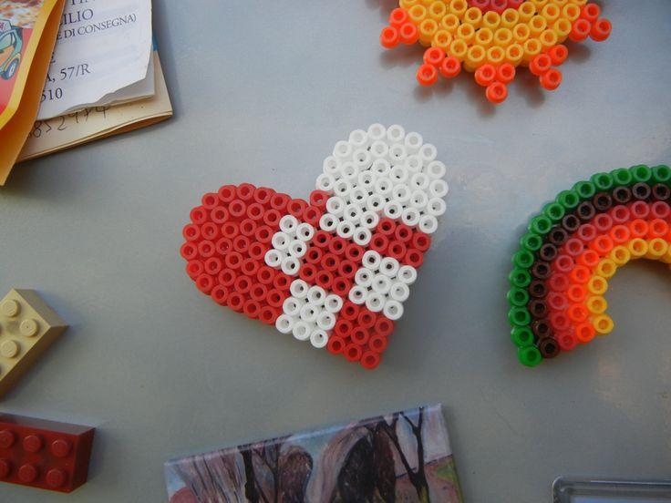 perler heart magnet calamita a forma di cuore di perline by TheStrayShop on Etsy
