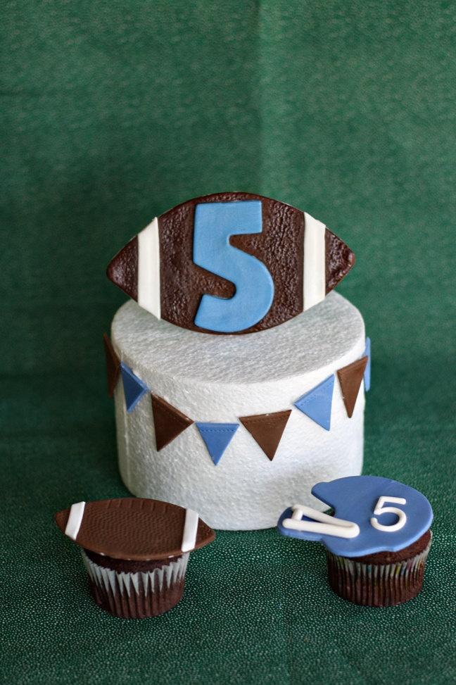 Cake Decorating Ideas Football : 25+ best Football Helmet Cake trending ideas on Pinterest ...