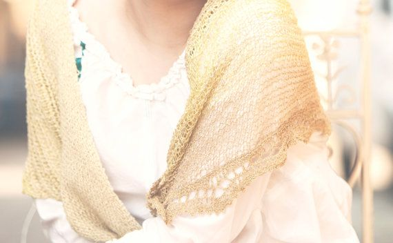 vanille yellow lace triangle scarf por BonniesCinematheque en Etsy