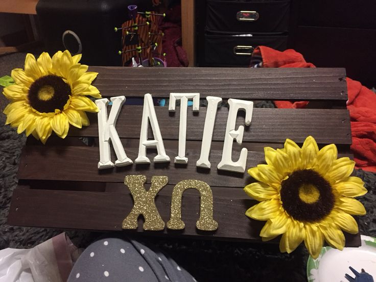 Chi omega sorority crafts. Crate for big little.