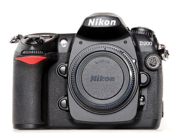 Nikon D200 : My new entry. A gift from a pro photographer who doesn't use it anymore. Thanks Anna!