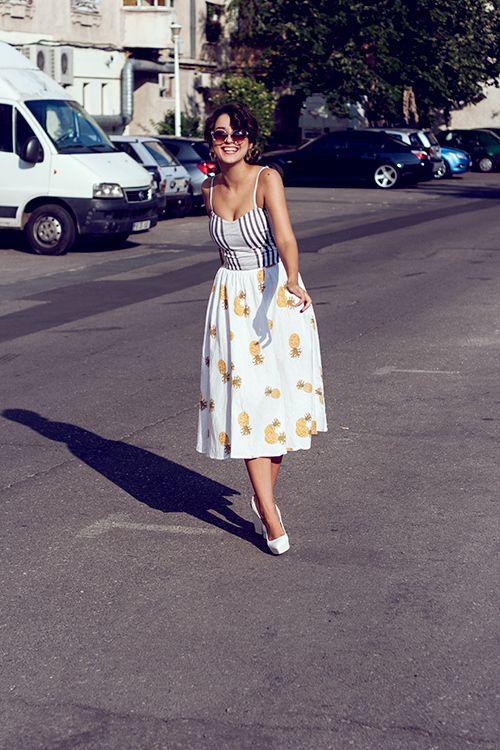 http://fabhive.wordpress.com/2013/07/16/pineapples-all-over-my-midi/