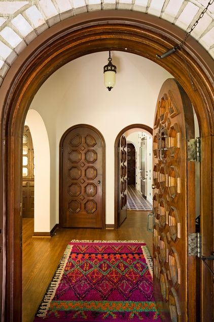 mediterranean entry by Jessica Helgerson Interior Design.  Love the rounded doorways and doors!!