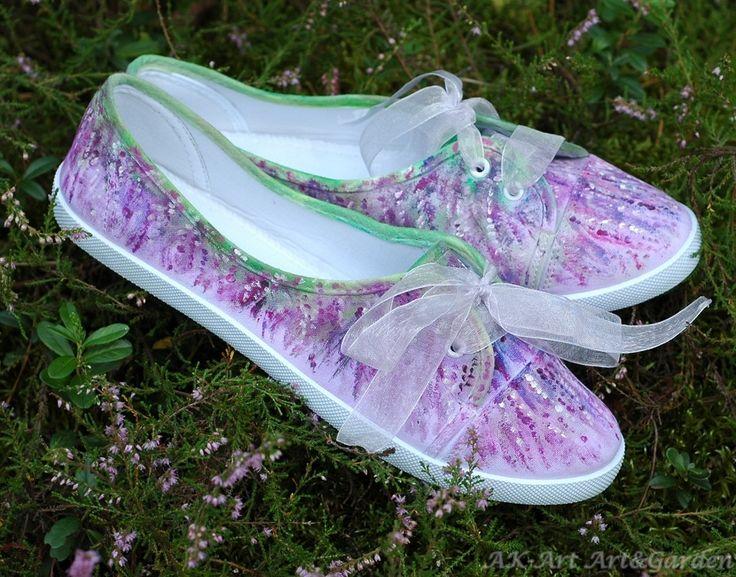 Ręcznie malowane tenisówki - wrzosy. Hand painted sneakers with heather. Handbemalte Turnschuhe mit Heidekraut.